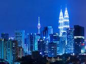Kuala lumpur skyline à noite — Fotografia Stock
