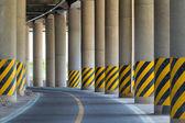 Bas du pont-route de la route — Photo