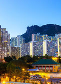 Kowloon side in Hong Kong at night with lion rock — Stock Photo