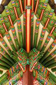 Traditionele schilderkunst op houten gebouwen — Stockfoto