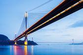 Puente colgante en hong kong en la noche — Foto de Stock