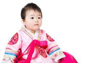 Asijské dítě dívka nosí tradiční korejské hanbok — Stock fotografie