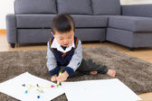 Little boy drawing picture — Stock Photo