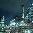 Foto Stock: Petrochemical plant at night