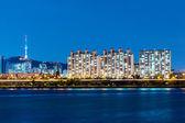 Torre Namsan y río en Seúl — Foto de Stock
