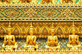 Golden statue in grand palace — Foto Stock