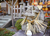 Japonca tapınak taş inek heykeli — Stok fotoğraf