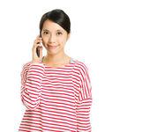 Женщина поговорить с мобильного — Стоковое фото