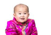 伝統的な衣装で中国の赤ちゃんの笑顔 — ストック写真