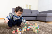 Asia baby boy concentrate on playing toy block — Zdjęcie stockowe