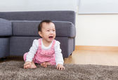 Baby crying at home — Stock Photo