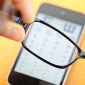 Eyechart on mobile with eyewear — Stock Photo