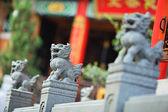 Statue de lion au temple chinois — Photo