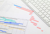 Gantt chart and keyboard — Stock Photo