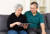 Asia old couple using tablet — Stock Photo