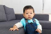 Aziatische babyjongen thuis — Stockfoto