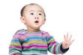 Asian baby boy looking at top — Zdjęcie stockowe