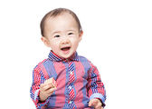 Baby boy feel excited with toy block — Stockfoto