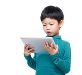 Asian little boy reading on tablet — 图库照片
