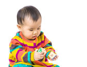 Asia baby girl play with wooden toy block — Foto Stock
