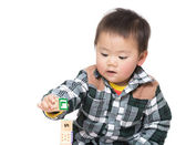 Asia baby boy play with toy block — Stockfoto