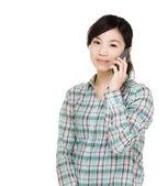 Asijské žena pomocí mobilní — Stock fotografie