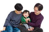 Familia con niños — Foto de Stock