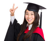 Asian graduate girl with victory sign — Stockfoto