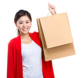 Woman holding with shopping paper bag — 图库照片