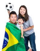 Fußball-Anhänger der asiatischen Familie — Stockfoto
