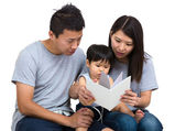 Parent reading book with baby son — Stockfoto
