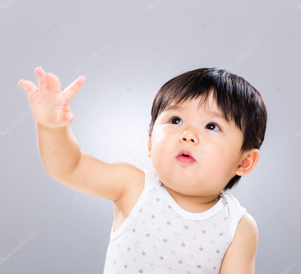 Baby jongen hand doen opstaan stockfoto leungchopan 46855465 - Foto baby jongen ...