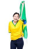 Fußball-fans halten brasilien flagge — Stockfoto