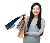 Asian woman holding paper bag — 图库照片