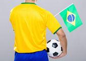 Vista posteriore di giocatore di calcio stiva con pallone da calcio e un piccolo reggiseno — Foto Stock
