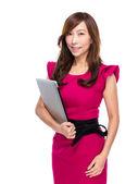 Mujer de negocios con ordenador portátil — Foto de Stock