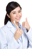 Dentist with toothbrush and thumb up — Stock Photo