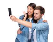 Asian girl and caucasian boy take selfie — Foto de Stock