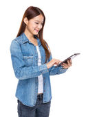 Woman use of digital tablet — Stock Photo