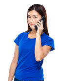 Young woman talk to mobile phone — Stock Photo