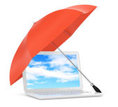 Laptop under umbrella — Stockfoto
