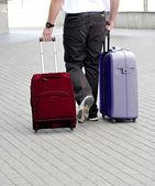 Transport av bagage i form av väskor på hjul — Stockfoto