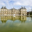 Paris. The ancient palace in the Luxembourg garden — Stock Photo #25624931