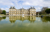 Paris. o antigo palácio no jardim de luxemburgo — Foto Stock
