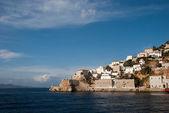 греция, остров и город пгвкп. вид на мыс. — Стоковое фото
