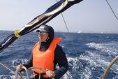 Il capitano controlla lo yacht — Foto Stock