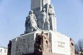 ρίγα. θραύσμα από ένα ανάγλυφο μνημείου της ελευθερίας. — Φωτογραφία Αρχείου