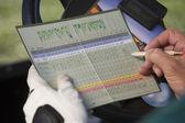Male golfeur écrit score golf — Photo