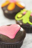 Herzförmige schoko cupcake — Stockfoto