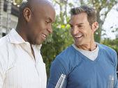 Männliche freunde gespräch — Stockfoto